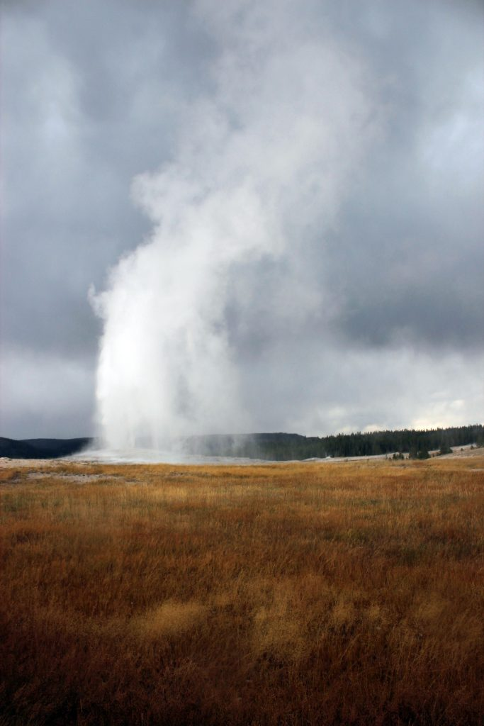 yellowstone-old-faithful2